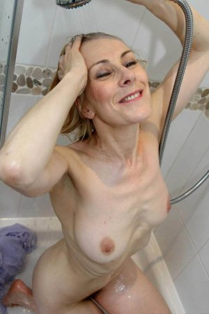 Dahlya sex treffen escort Hattingen